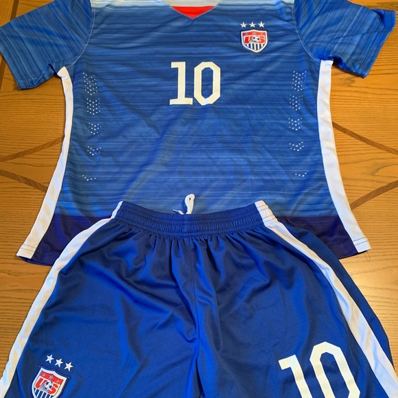 hot sale online a0ffd fb29f USA World Cup Carli Lloyd Girls Jersey And Shorts